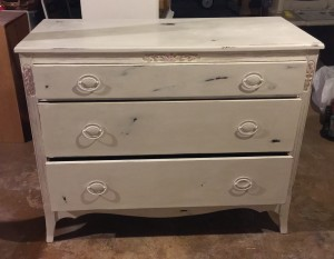 Complete small Dresser